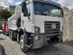 VW Constellation 31330 2014 com caçamba basculante e contrato de serviço