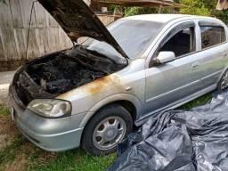 Astra sedan 1.8 (carro para arrumar ou retirar peças, pegou fogo)