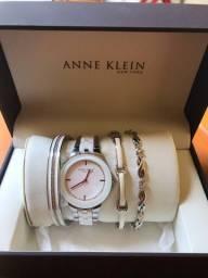 Relógio e pulseiras Anne Klein