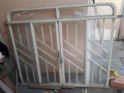 Vende se janela usada com vidro