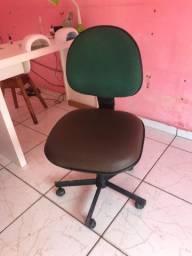Cadeira de rodinhas 100,00