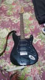 Guitarra Giannini com amplificador quase não usada