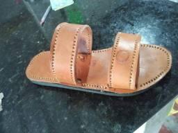 Sandálias de couro artesanal