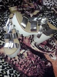 Sandálias novas tamanho 36