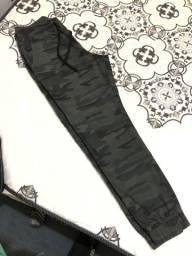 Título do anúncio: Calça jogger camuflada masculina nova