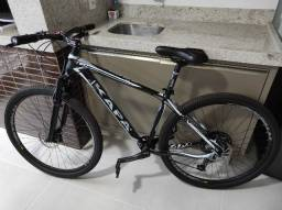 Bicicleta Mountain Bike aro 29 - Alumínio Shimano Deore 12v - suspensão ar óleo - Nova
