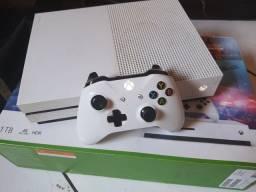 Xbox One S 1 TB - Acompanha caixa, um controle e um jogo (red dead redemption 2)