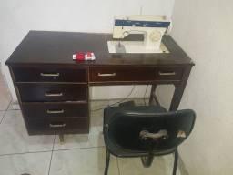 Máquina de costurar usada
