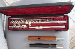 Flauta Transversal Yamaha 211 S banhado à prata com bocais de madeira.