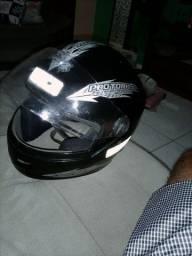 Vendo um capacete (pra vender logo)
