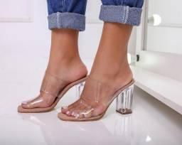 Sandálias diferenciadas pra vc causar por onde for!