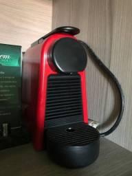 Vendo cafeteira Nespresso Essenza Mini