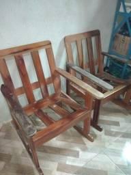 Cadeiras de balanço de madeira