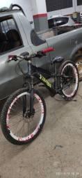 Título do anúncio: Bicicleta dowhills com freios hidráulicos