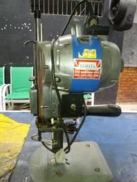 Maquina de corte de tecido yamata.