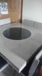 Mesa quadrada com círculo giratório