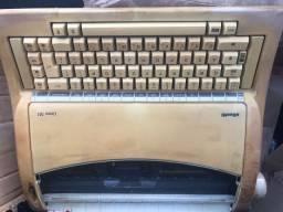 Máquina de escrever olivett