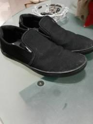 2 sapatos: Colcci e John John originais! 60$ DESCRIÇÃO