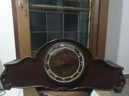 Relógio de mesa antigo sem detalhes $700
