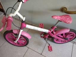 Vendo essa bicicleta da Barbie