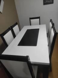 Mesa de jantar linda  branca e preta novíssima
