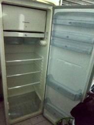 Vendo geladeira . Não entrego