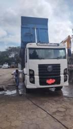 Título do anúncio: Caminhão caçamba 26260