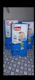 Título do anúncio: Vendo três pacotes de fraldas huggs