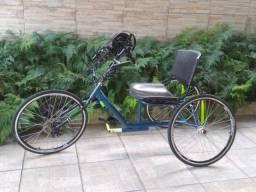 Vendo triciclo semi novo