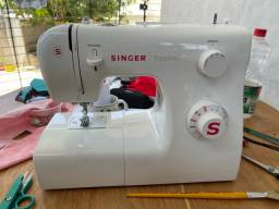Máquina de costura singer tradition