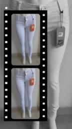 Vendo calça jeans branca no valor de 55 reais