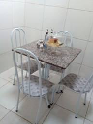 Título do anúncio: Mesa de mármore com as 4 cadeiras (NOVA)