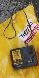 Título do anúncio: Carregador de bateria original dewalt 12v/20v