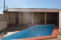 Casa em batatais,3 dormitorios,1 suite, piscina, sauna e varanda gourmet, região central