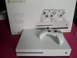 Vendo Xbox one s com 1tb e 1 controle