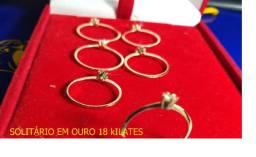Soliitário ouro 18k com pedras de Zirconia/ 2,2 gramas
