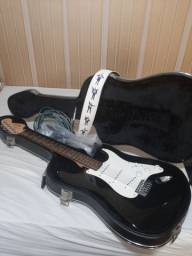 Guitarra Affinity Squier Strat by Fender com hardcase + acessórios