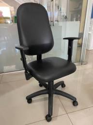 Cadeira giratória secretaria c apoio braços