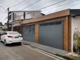 Linda Casa Com Quintal e 3 Vagas de Garagem