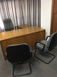 Mesa em L e 3 cadeiras