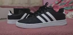 Tênis Adidas novo tamanho 40