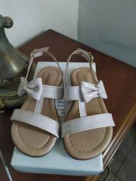 Sandália infantil verniz creme Lupie 24