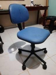 Cadeira para escritório couro sintético usada