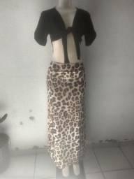 Conjunto de saia longa com uma fenda