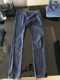 Vendo calça azul escuro da Calvin Klein tamanho 36.