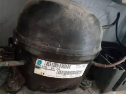 Vende motor E carcaça de geladeira frostfree