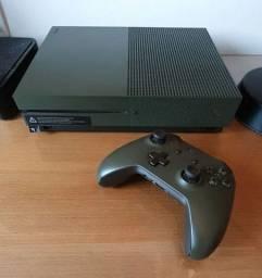 Xbox One 1TB Headphone, Jogos, Carregador duplo, 2 controles