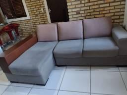 Sofá com chaise 3 lugares com rack embutido
