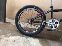 Bicicleta aro 20 recém pintada,corrente nova,pisera.OPORTUNIDADE !!!!!!! R$300,00