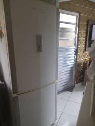 Desapegando dessa Geladeira/Refrigeradora usada mais bem conservada
